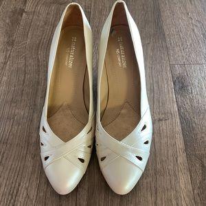 Naturalizer N5 Confort Pearl color heels